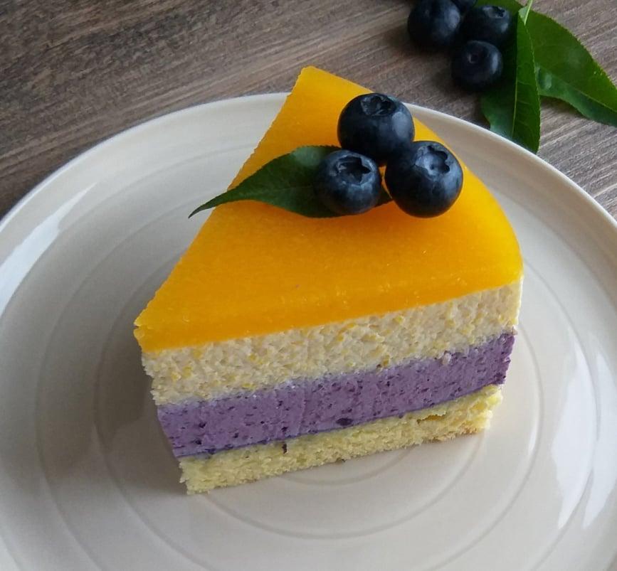 Borovničevo breskova torta slika kos recept
