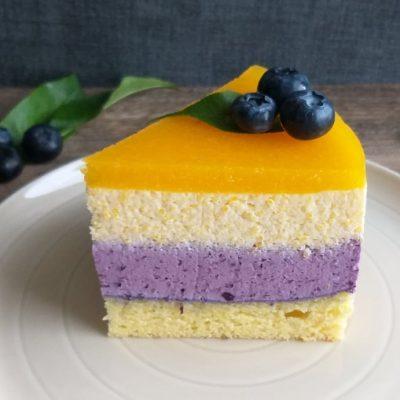 Borovničevo breskova torta slika naslovna recept
