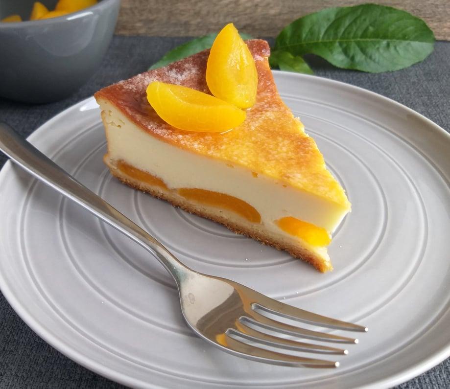 Pečen mascarpone cheesecake z marelicami