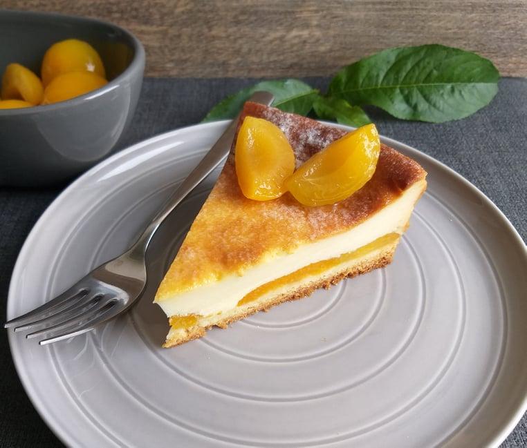 pečen mascarponejev cheesecake z marelicami recept