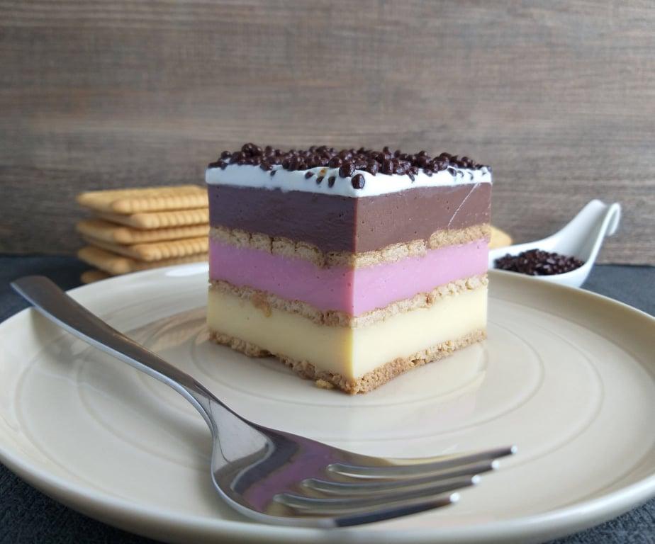 pudingovo piškotne kocke babicina torta slika recept