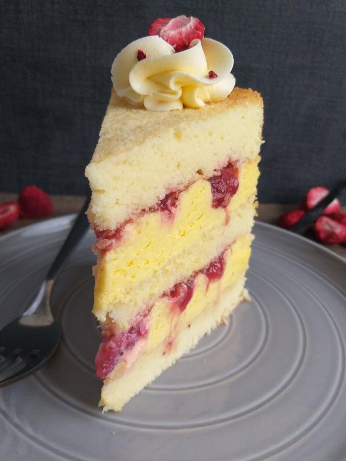 Vaniljina torta z jagodami slika recept sredina 2