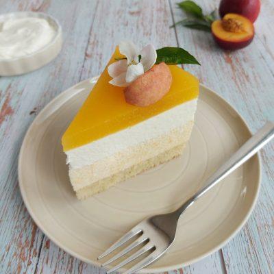 Breskova torta z grškim jogurtom slika naslovna recept