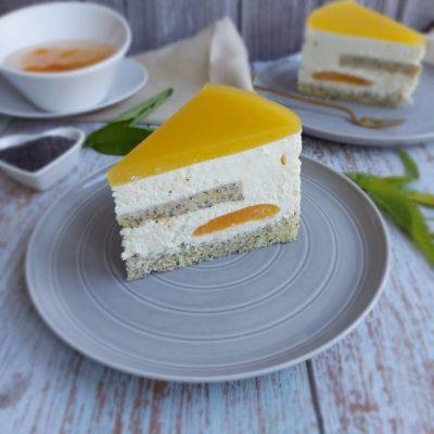 Torta z makom, marelicami in belo čokolado recept naslovna slika