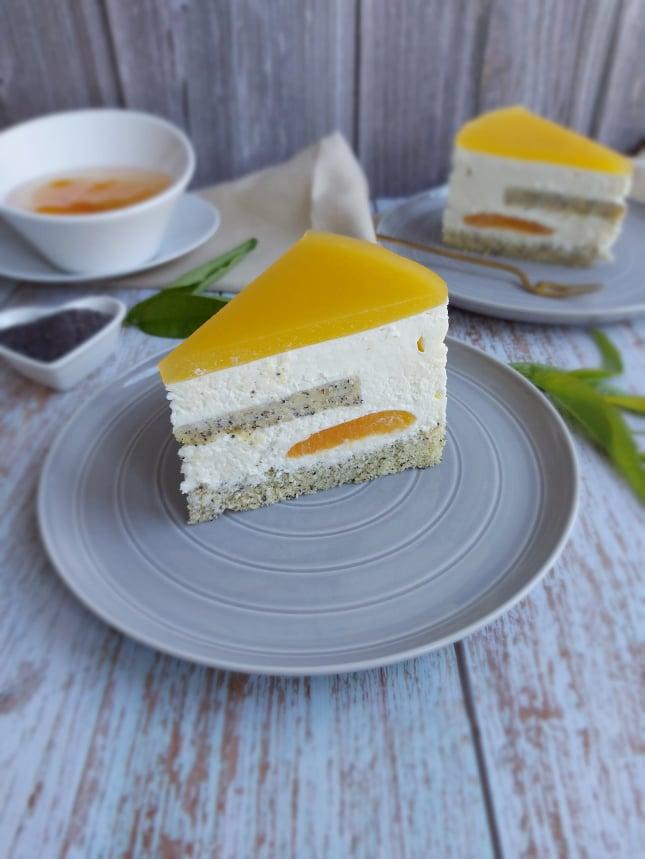 Torta z makom, marelicami in belo čokolado